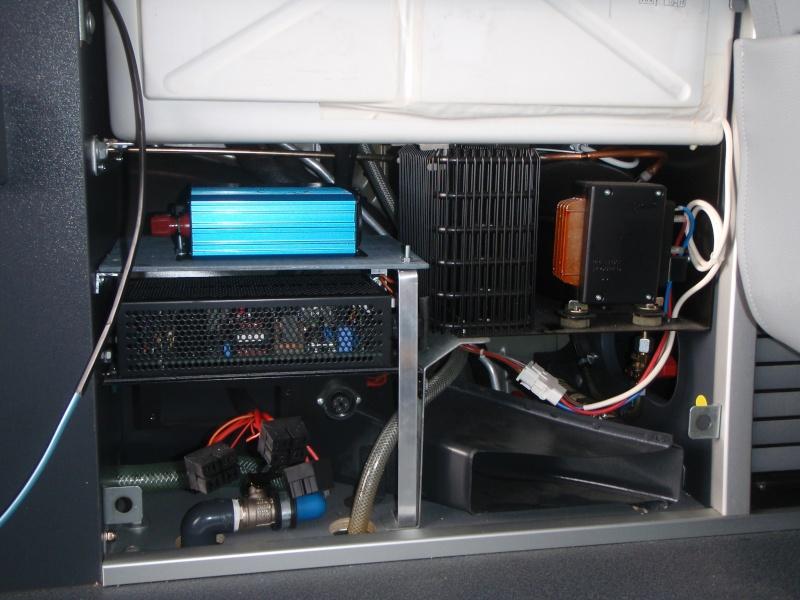 Installer un convertisseur sous la Glacière du Viano MP. P3090013
