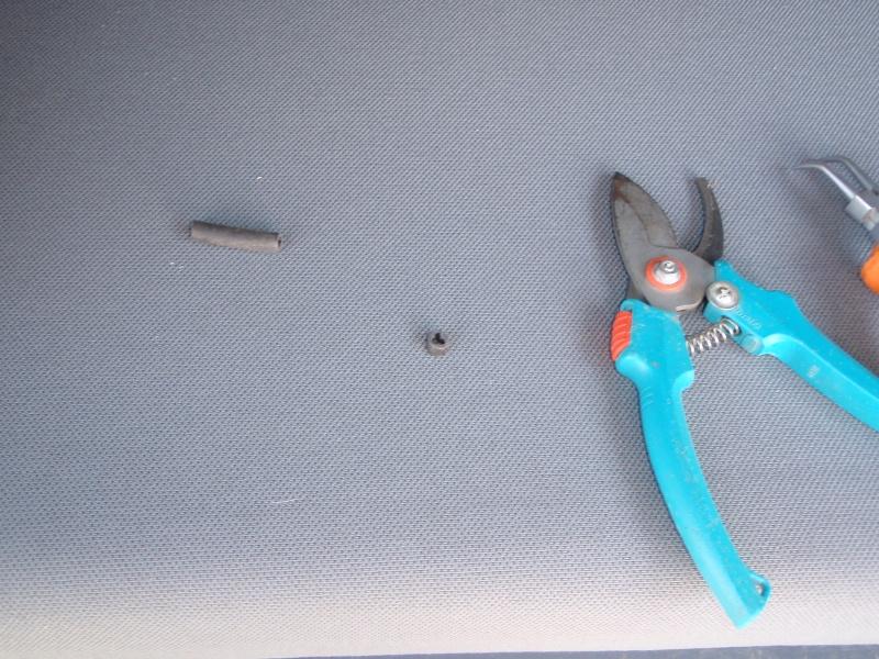 Empêcher définitivement les rideaux de sortir de leurs glissières? P3100116