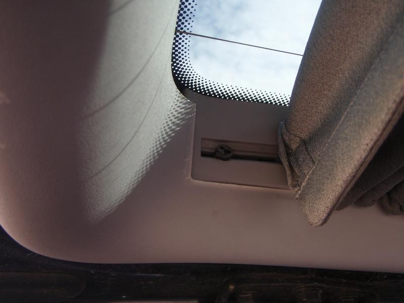 Empêcher définitivement les rideaux de sortir de leurs glissières? P3100117