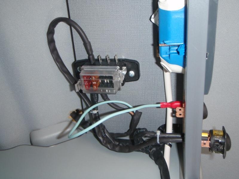 Installer un convertisseur sous la Glacière du Viano MP. P3170112