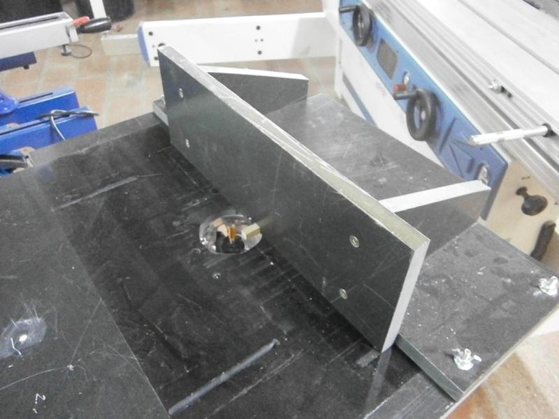 Table sans prétention pour défonceuse Triton MOF 001 1400W P3201529