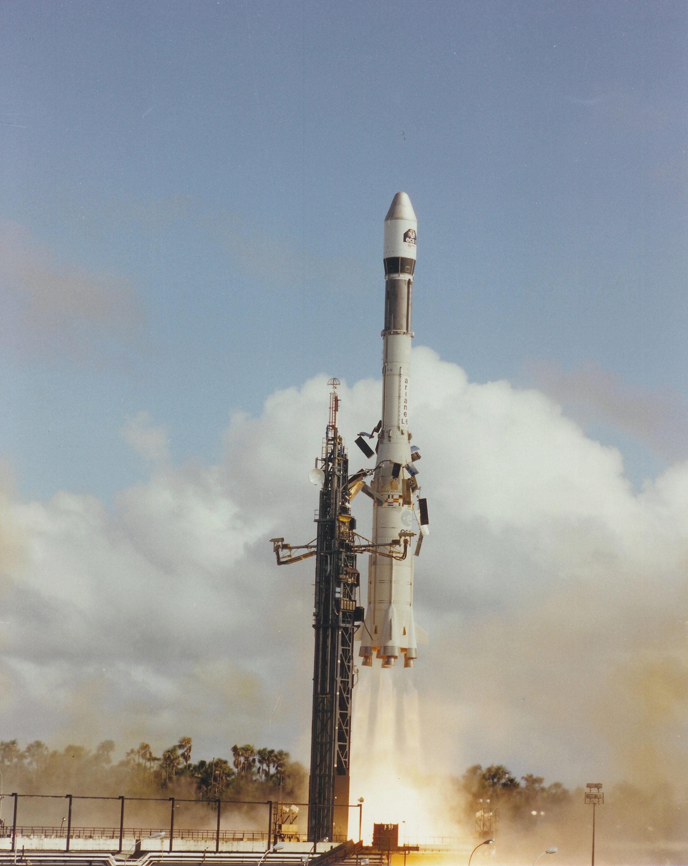 Photos des tirs d'Ariane avant la création du FCS - Page 2 8305810
