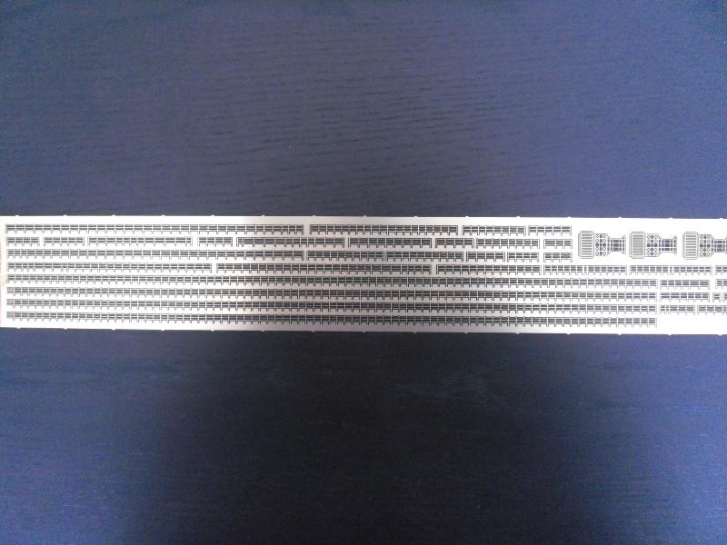 TIRPITZ 1/350 ACADEMY + pont bois + rembardes photodecoupe Presen23