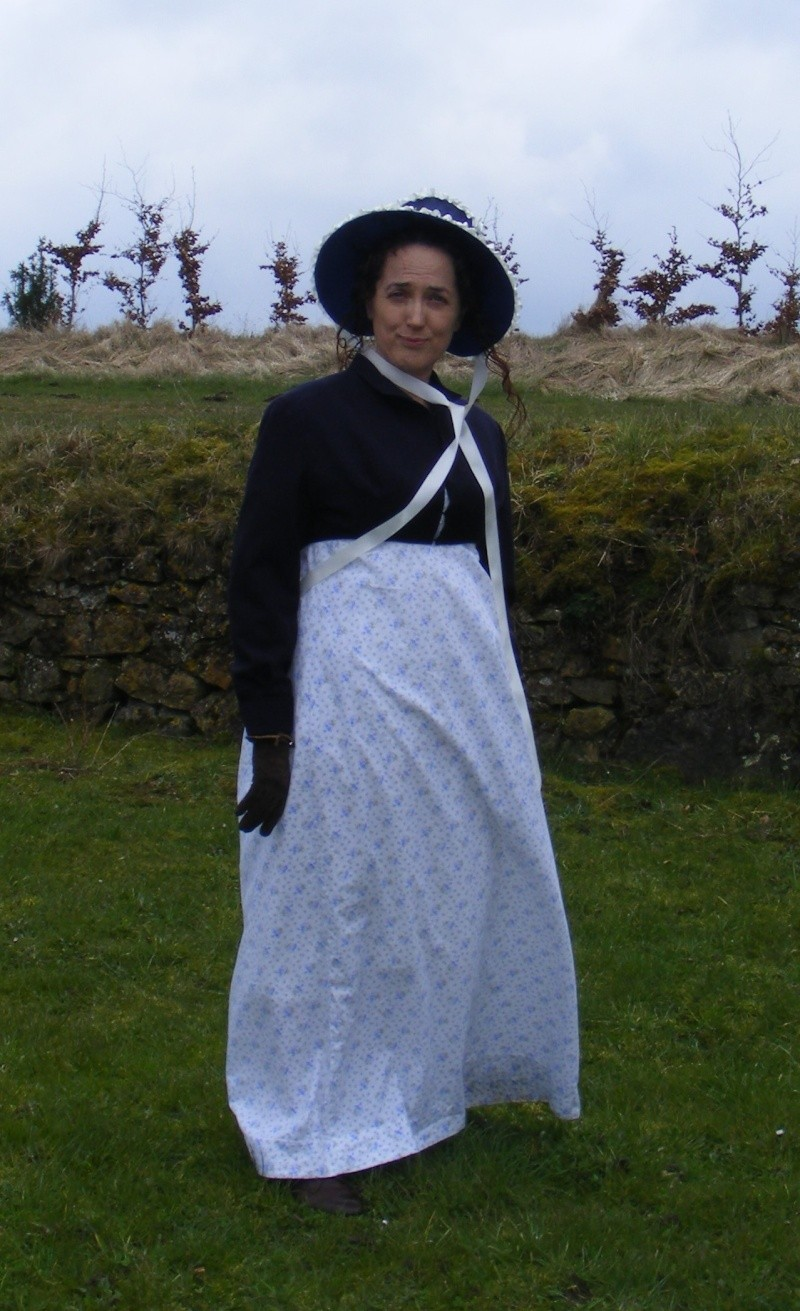 [Histo] Bien habillée par 3 tenues Dscf0810