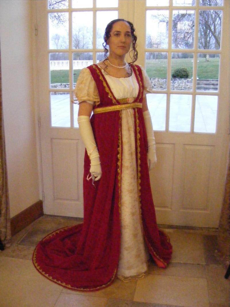 [Histo] Bien habillée par 3 tenues Dscf0811