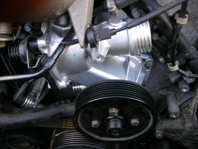 changement pompe a eau V8  Dscn8837