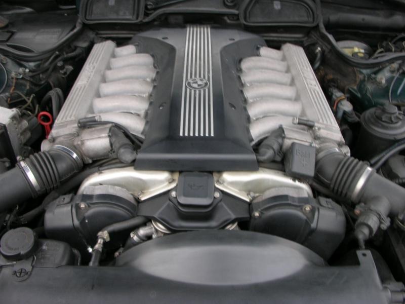 Photos du moteur V12 de la belle nettoyé - Page 2 Dscn8877