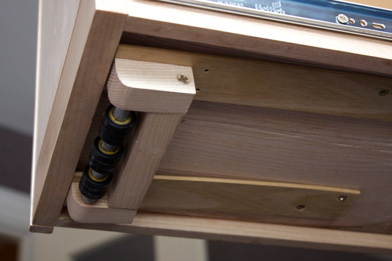 [Fabrication] Un bureau contemporain et simple…  - Page 8 Roulet18
