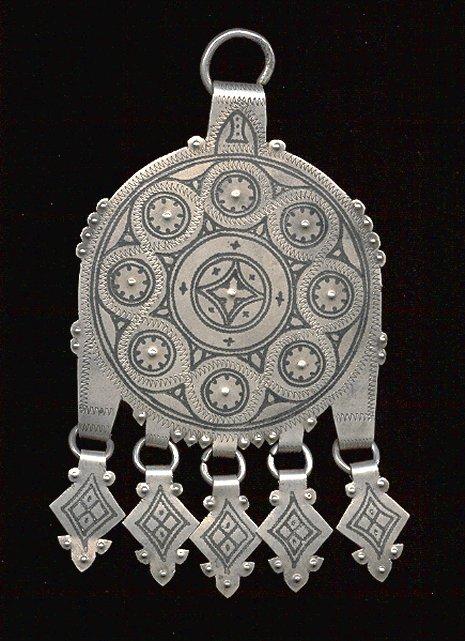 صناعة المجوهرات والحلي عند الأمازيغ Bijoux10