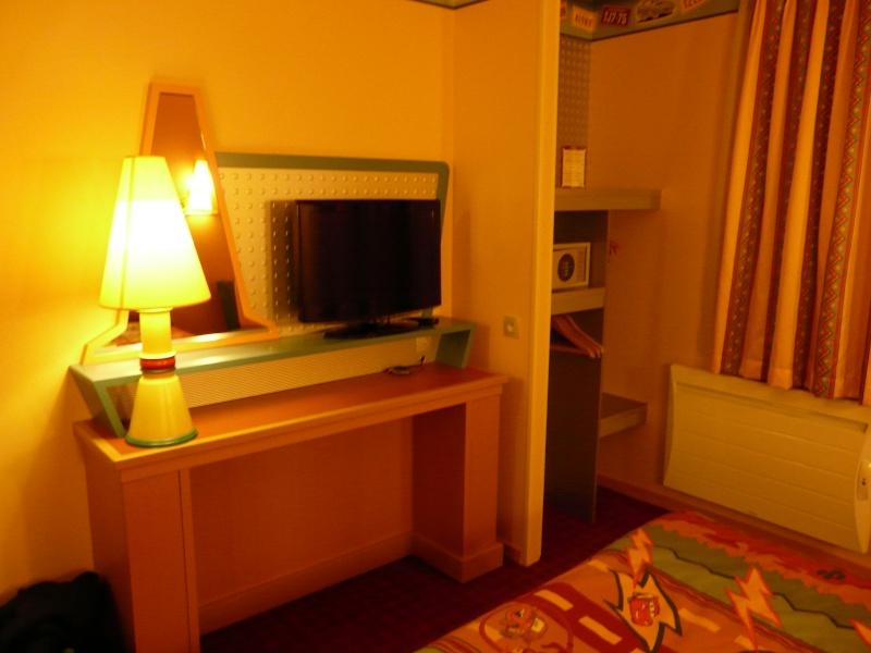[Hôtel Disney] Disney's Hotel Santa Fe - Page 5 P1120919