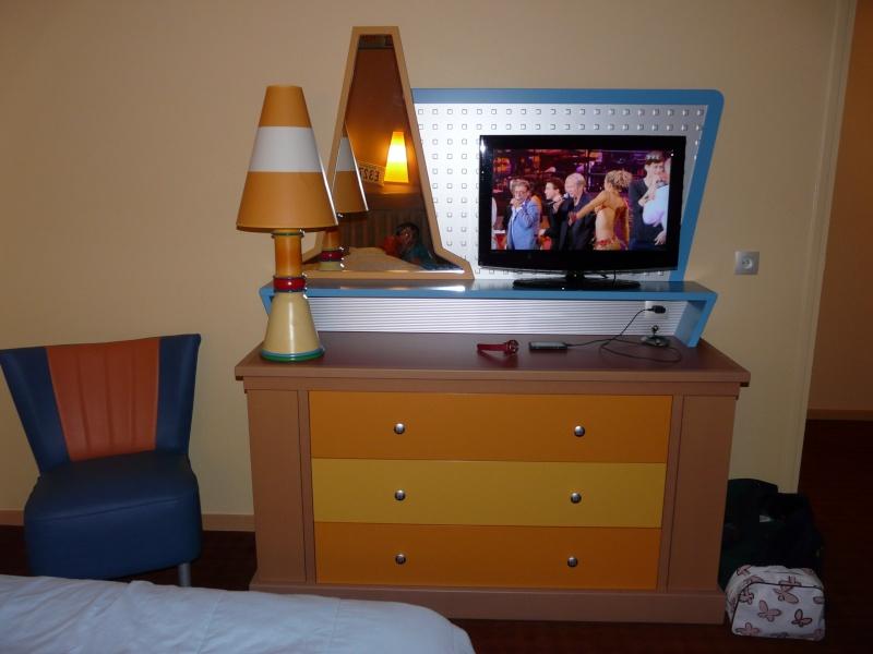 [Hôtel Disney] Disney's Hotel Santa Fe - Page 5 P1120930