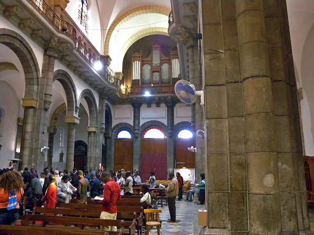 Tunis - Cavaillé Coll Mutin (?) Cathédrale Saint Vincent de Paul et Sainte Olive Dscn1313