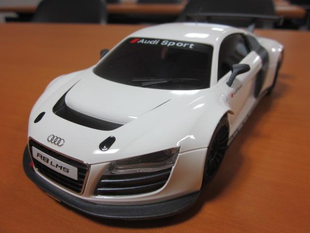 nouvelle carrosserie AUDI R8 LMS blanche  Img_0511