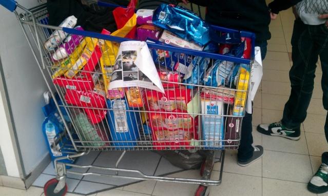 Collecte de nourriture, Hyper U d'Abbeville, le 6 avril 2013 :) Imag0313