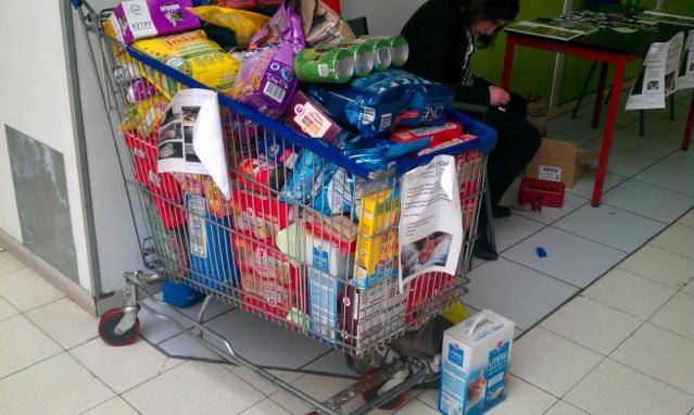 Collecte de nourriture, Hyper U d'Abbeville, le 6 avril 2013 :) Imag0315