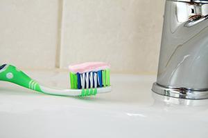 Quelques astuces avec du dentifrice Dentif12