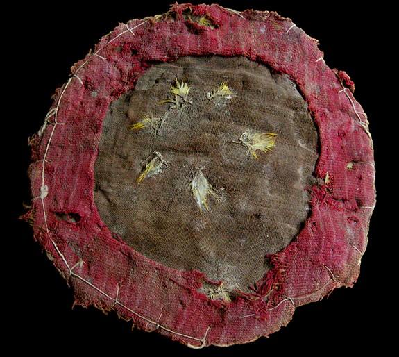 Un bouclier à plumes rituel trouvé dans un temple au Pérou Un_anc10