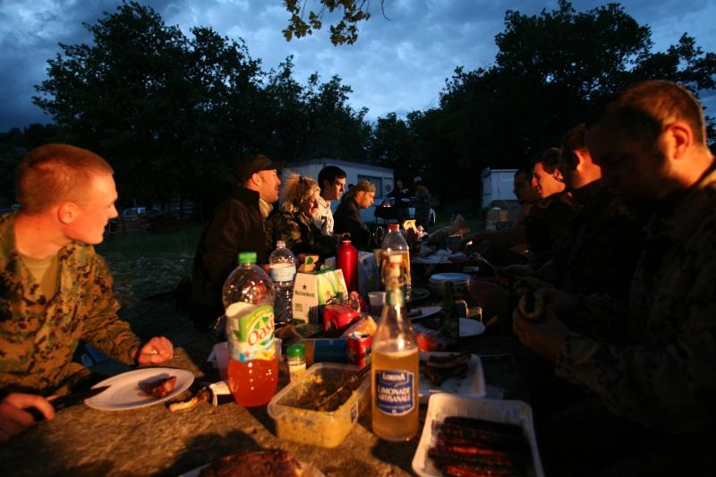 Journées scénarisées sur base milsim à Méthamis (84) les 22 & 23 juin 2013 - V.A.S.T  Barbec10
