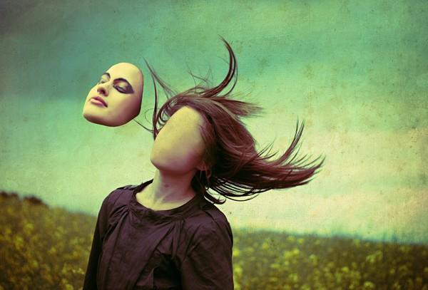 [2013.08.12] L'Edito d'Howard Puscifer Lovecrash N°2-La spiritualité, concessionnaire de personnalités Facele10