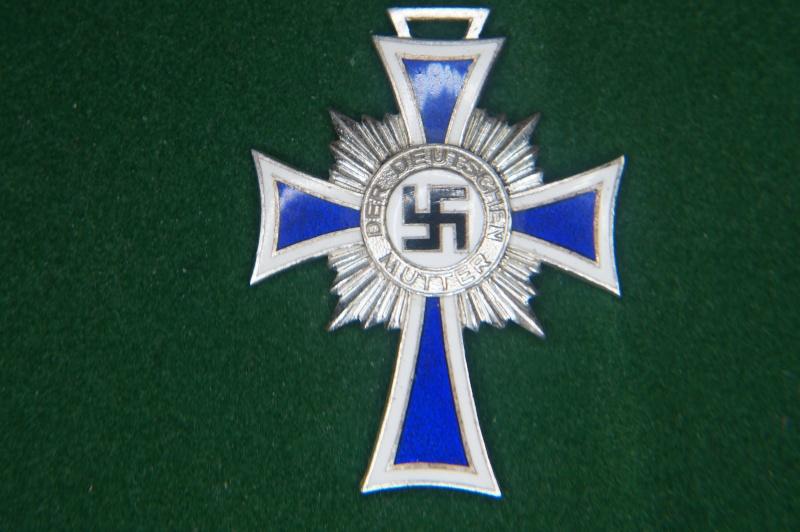 Vos décorations militaires, politiques, civiles allemandes de la ww2 - Page 2 Dsc00411