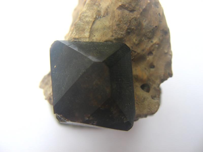 quartz morion 00413