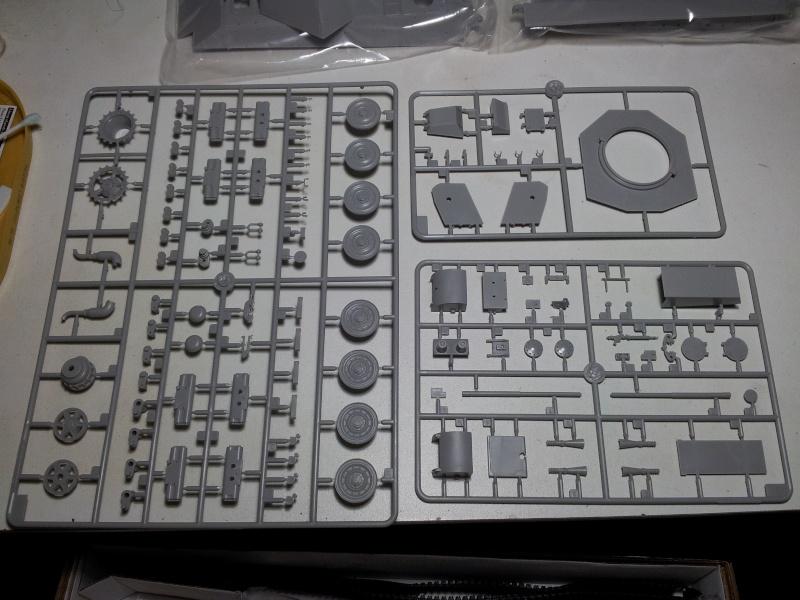 E-75 Flakpanzer [TRUMPETER] PE [VOYAGER MODEL] Canons [RB MODEL] Chenilles [FRIUL]  (Montage en cours) 20130813