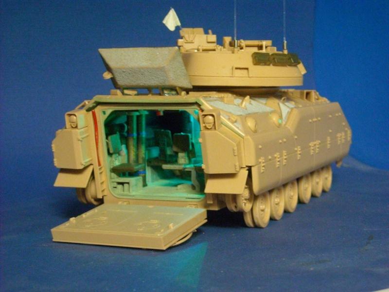 Bradley M-2 avec intérieur complet (TAMIYA 1/35°) Dscn3710