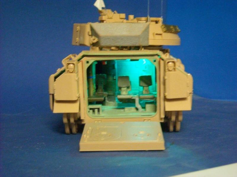 Bradley M-2 avec intérieur complet (TAMIYA 1/35°) Dscn3711