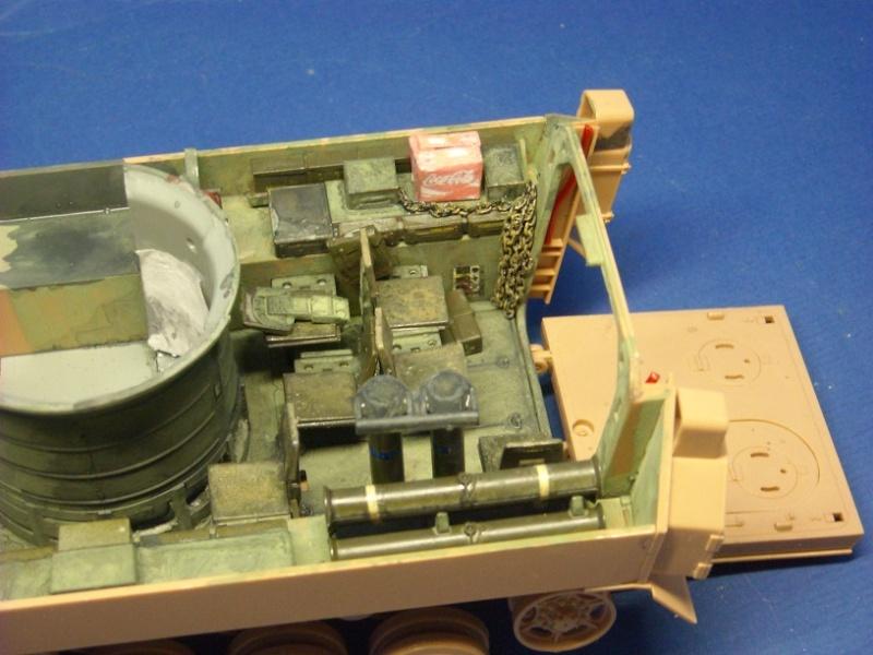 Bradley M-2 avec intérieur complet (TAMIYA 1/35°) Dscn3714