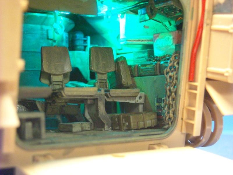 Bradley M-2 avec intérieur complet (TAMIYA 1/35°) Dscn3716