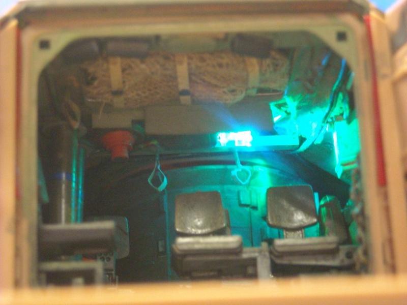 Bradley M-2 avec intérieur complet (TAMIYA 1/35°) Dscn3717