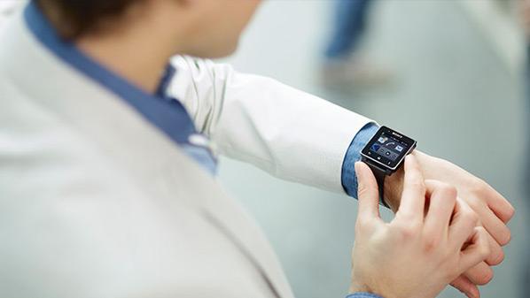 """استطلاع: """"السعر"""" أهم عوامل جذب المستخدم لشراء ساعة ذكية Sony-s10"""