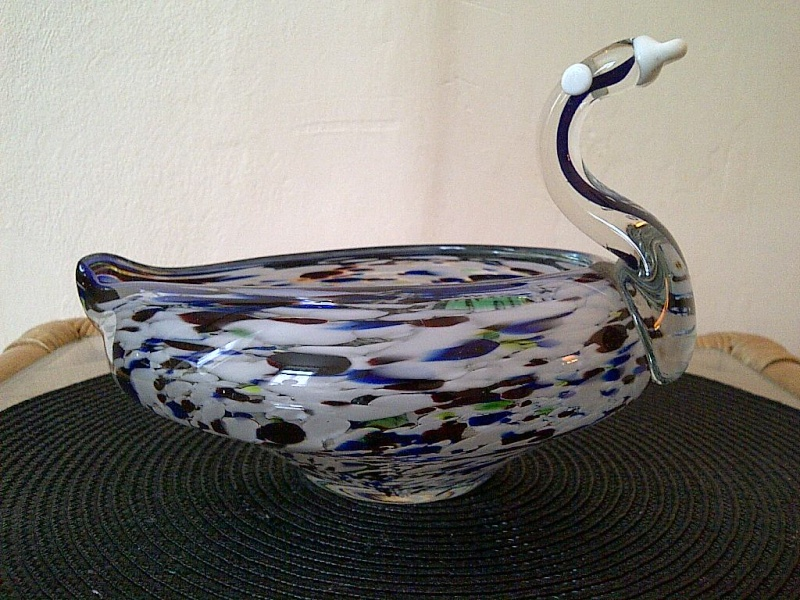 id help please? novelty art glass bowl in form of a swan? murano? Img-2034