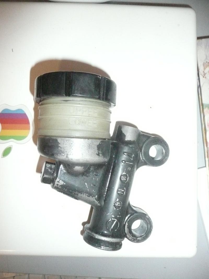 Maître cylindre arrière sur 900Z P1040810