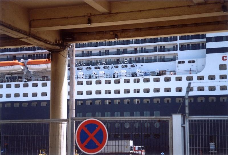 Queen Mary 2 in Lissabon Qm2_1010