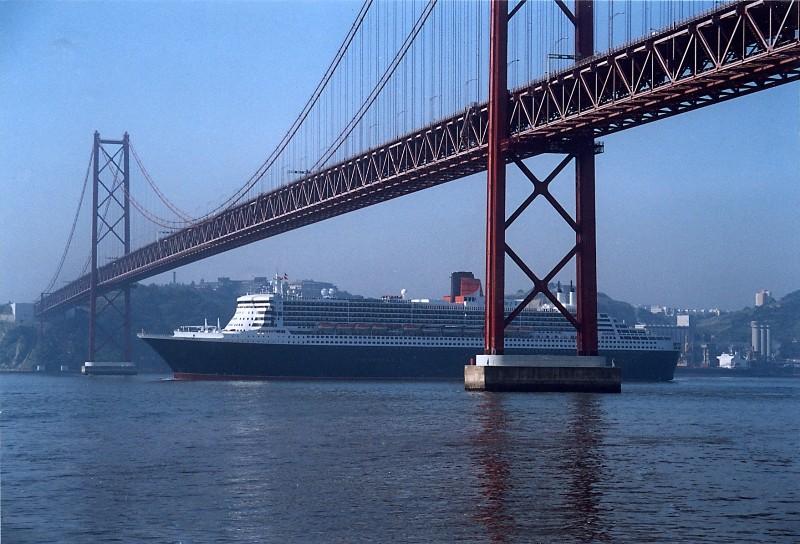 Queen Mary 2 in Lissabon Qm2_110