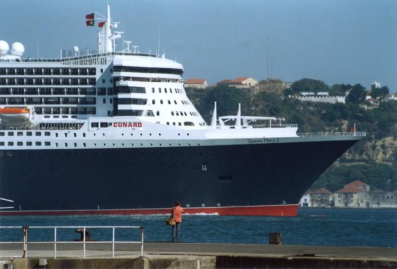 Queen Mary 2 in Lissabon Qm2_1110