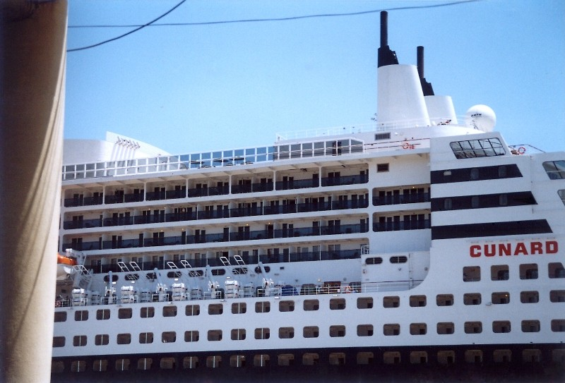 Queen Mary 2 in Lissabon Qm2_1210