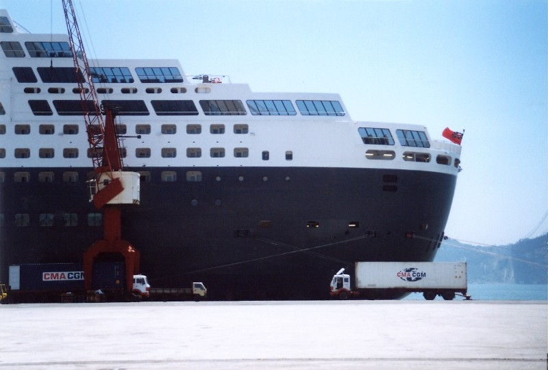Queen Mary 2 in Lissabon Qm2_1310