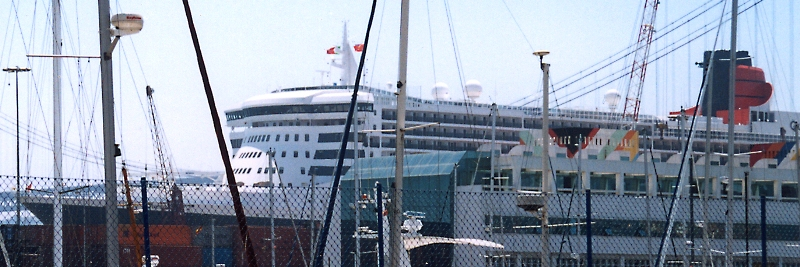 Queen Mary 2 in Lissabon Qm2_1411