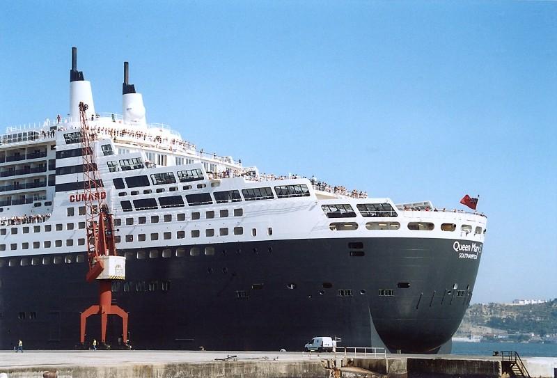 Queen Mary 2 in Lissabon Qm2_210