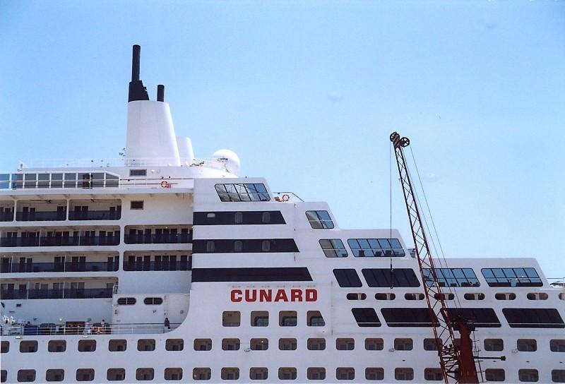 Queen Mary 2 in Lissabon Qm2_310