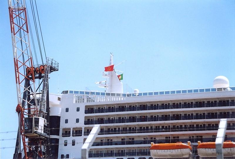 Queen Mary 2 in Lissabon Qm2_410