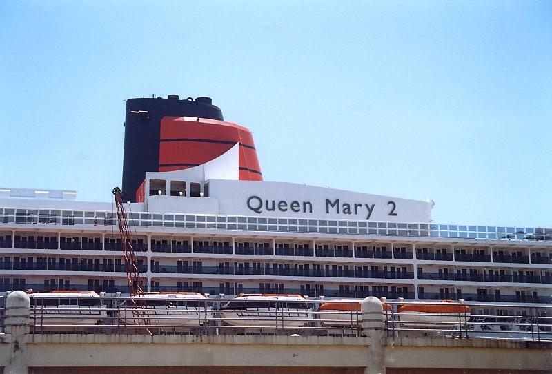 Queen Mary 2 in Lissabon Qm2_510