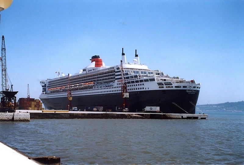 Queen Mary 2 in Lissabon Qm2_611