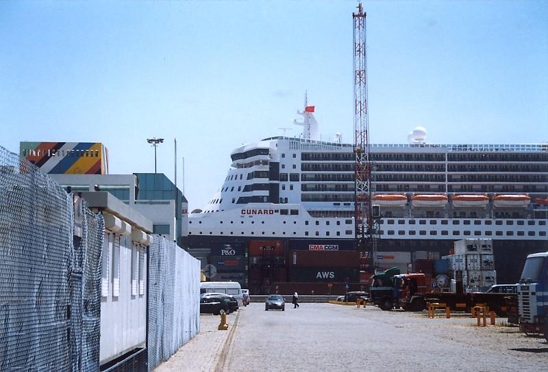 Queen Mary 2 in Lissabon Qm2_710