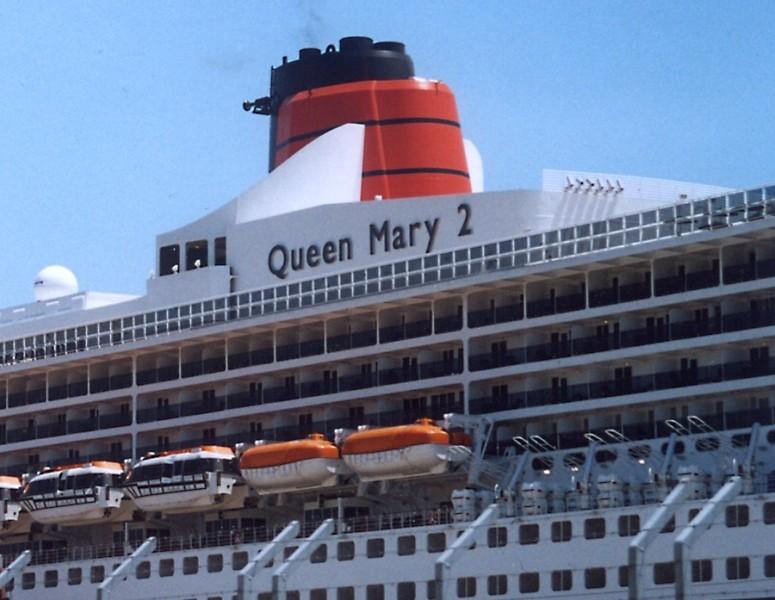 Queen Mary 2 in Lissabon Qm2_8a10