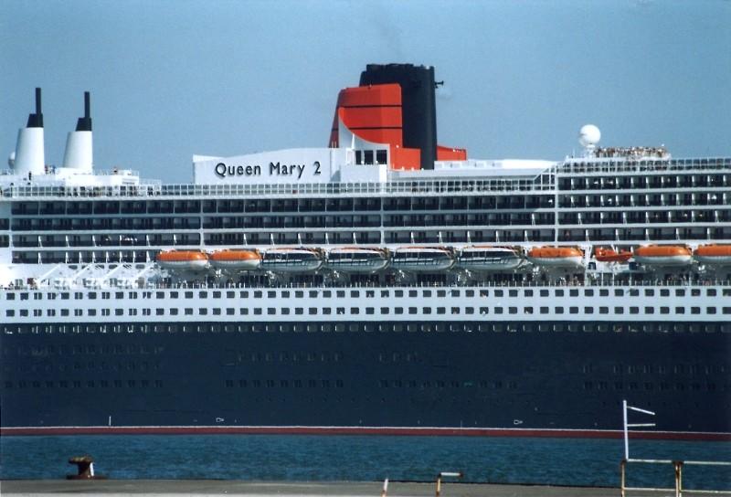 Queen Mary 2 in Lissabon Qm2_910