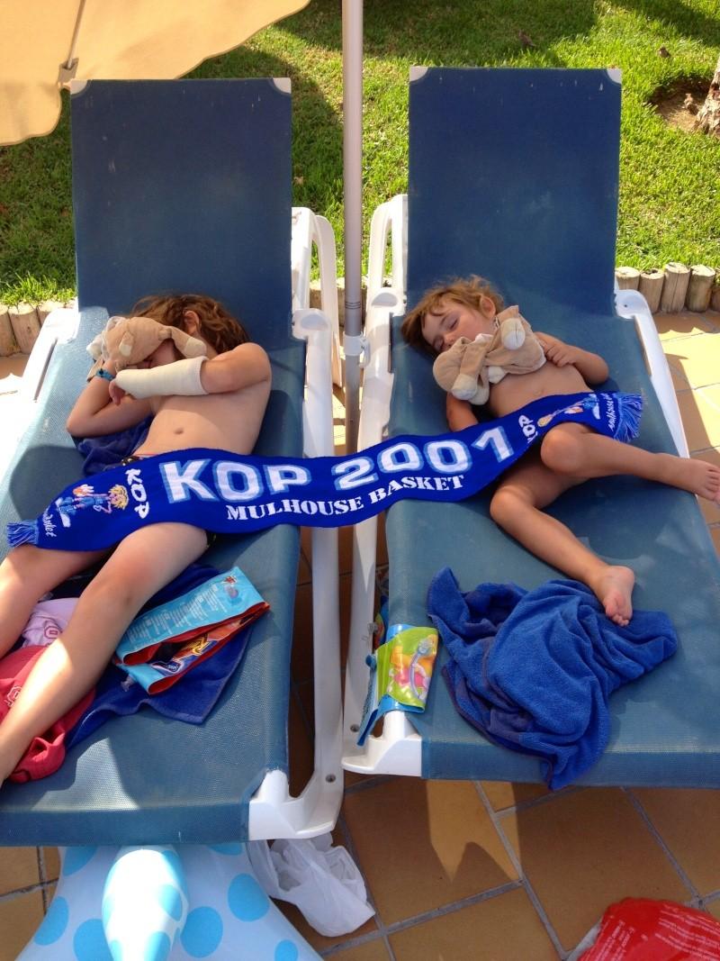 [Vacs] Vos photos de vacances avec l'Echarpe KOP 2001 à l'honneur Img_2126
