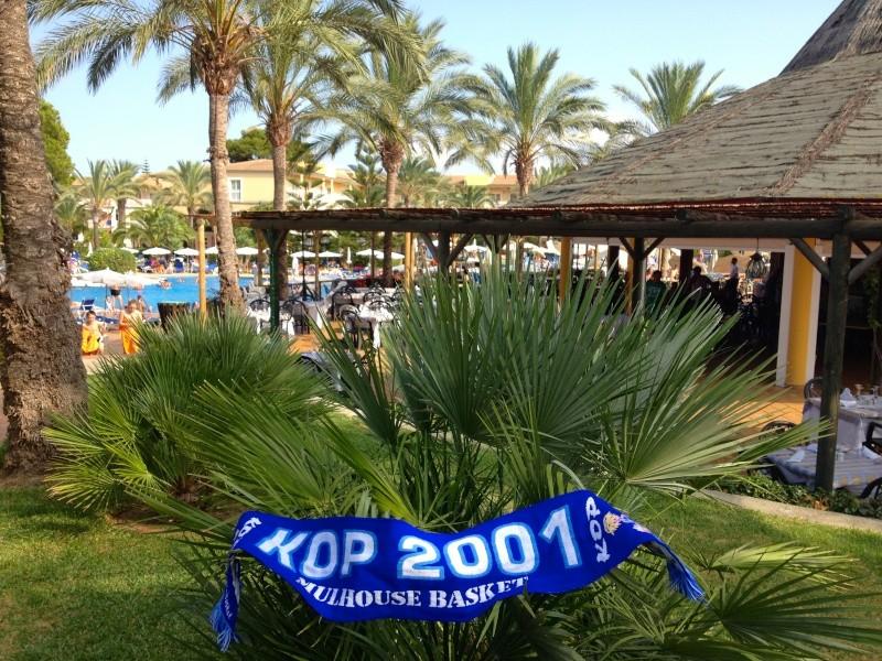 [Vacs] Vos photos de vacances avec l'Echarpe KOP 2001 à l'honneur Img_2210